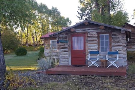 Jakey's Fork Homestead - Bunkhouse Cabin