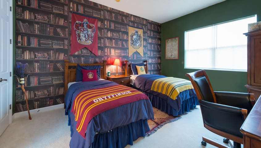 NEW LISTING, Minutes from Disney, Harry Potter Rm
