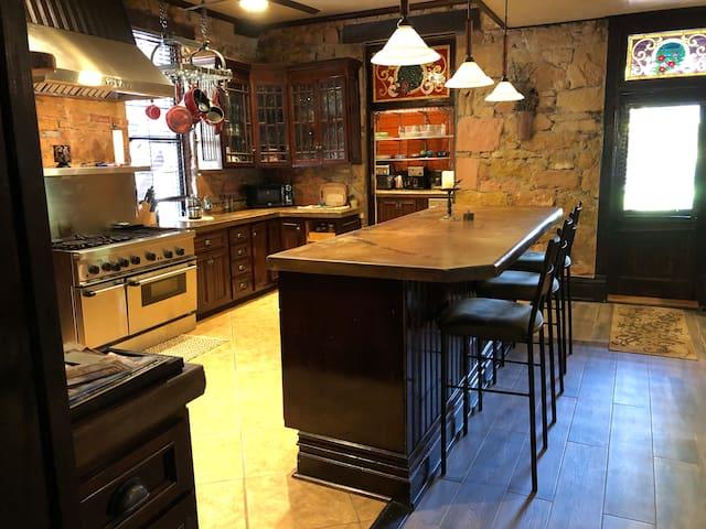 Historic Flatiron Sandstone Inn Suite #7