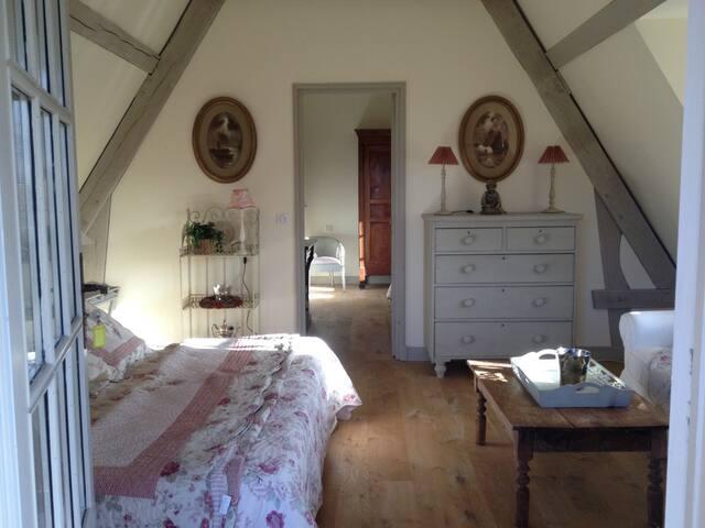 Deauville,2 km, Chambre ds Manoir. - Tourgéville - Bed & Breakfast