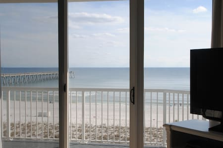 Secret Splendor, renovated Gulf Front, 4th Flr 3/2 - Navarre