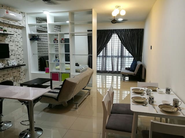 Affordable Studio with 15 mins away Sunway Pyramid - Subang Jaya - Apartment