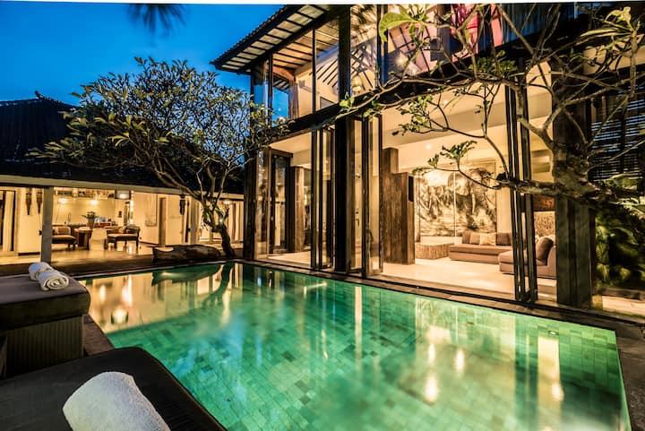 Luxury spacious villa 4 bed in centre Seminyak