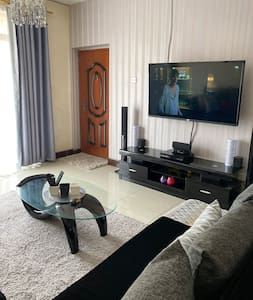 "Cosy & stylish 1 BR, 60""TV, NETFLIX, WIFI in NYALI"