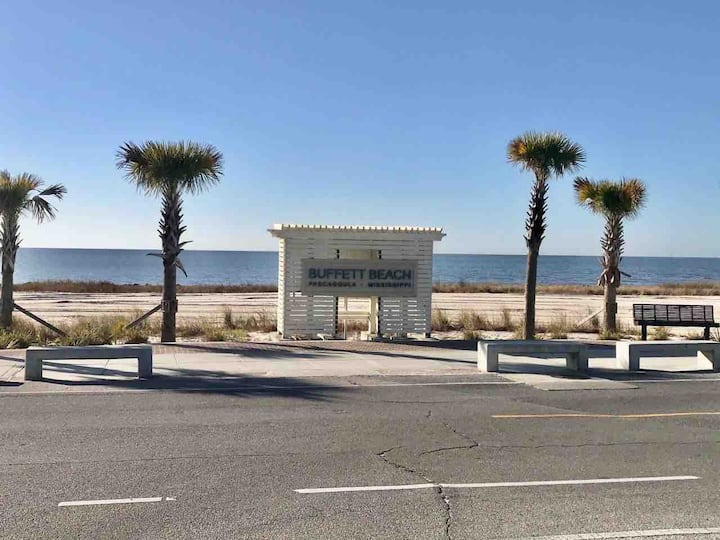 Walking distance to beach brand new  Pascagoula