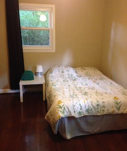 Quiet, Comfortable Room Next to Wake Forest - Winston-Salem