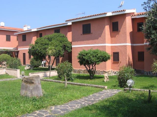 Appartamento con terrazzo a due passi dal mare - Cannigione - อพาร์ทเมนท์
