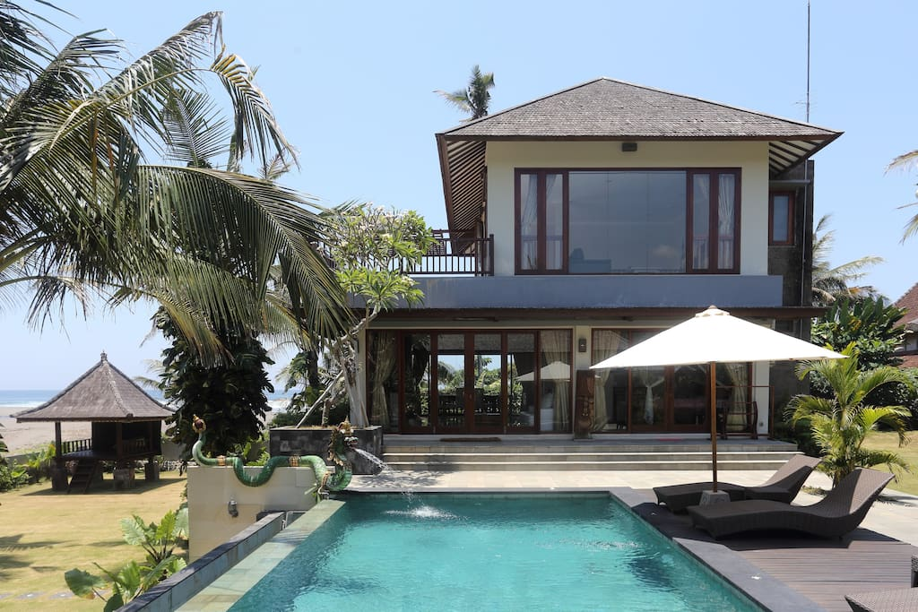 Luxury 3 bed villa by the sea.