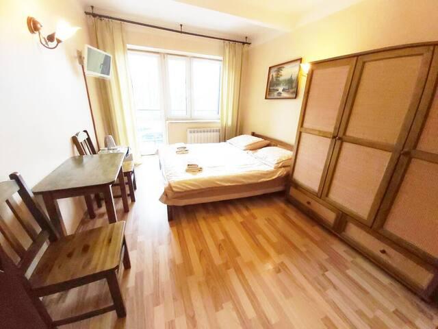 Pokoj z łóżkiem małżeńskim i Łazienką