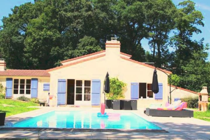 Villa, in the ❤️ of woods, with pool near Nantes!