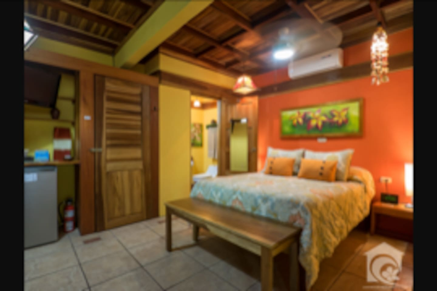 Large room with double bed, twin bed, A/C, wifi, private outdoor shower, private bathroom, SKY TV, fridge and safe.