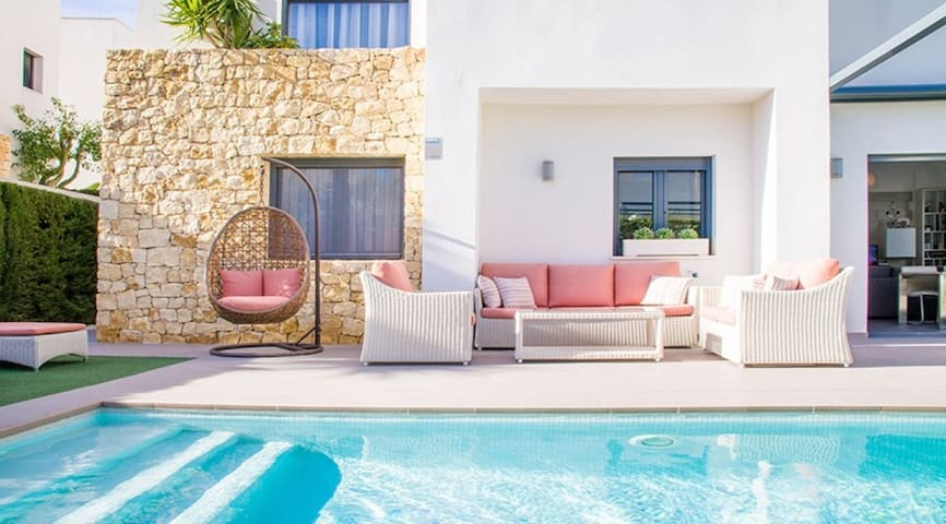 Villa de lujo con gran piscina (11 metros)