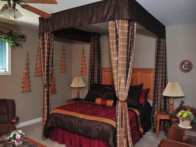 Queen-Comfort-Private Bathroom-Countryside view-Ferndale Room