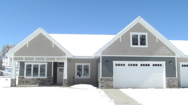 4 Bed-New House-Black Hills-Mt. Rushmore-Hot tub