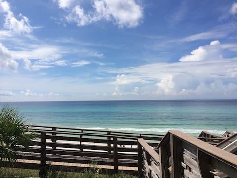Gulf Front & Ground Floor! - Free Beach Service!