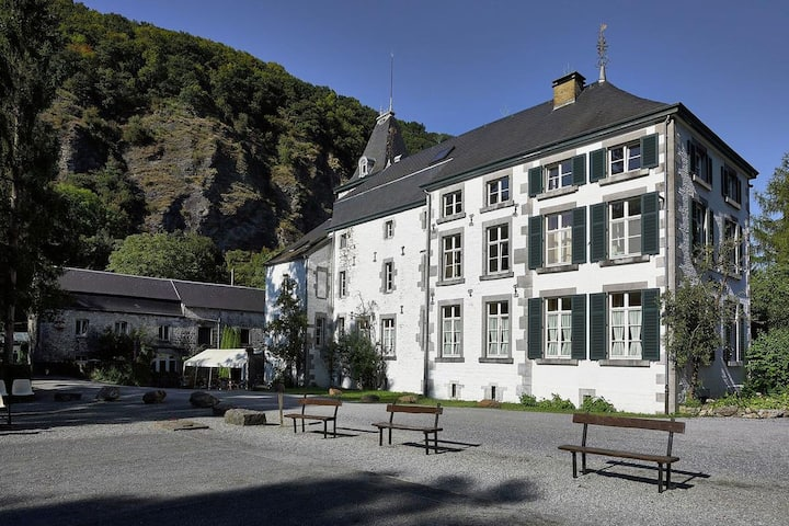 Stationed between Spa and Liege, apartment in Aywaille