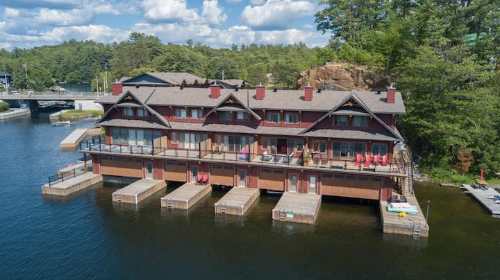 Hirsch Boat House in the heart of Port Carling