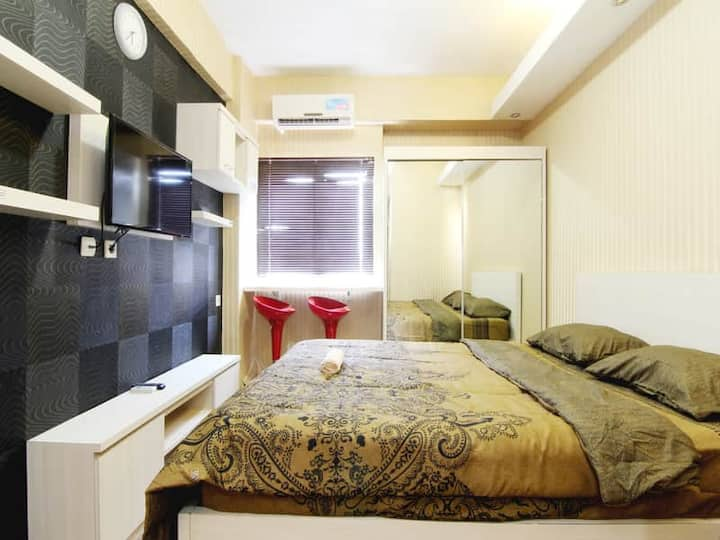 Superb Room at The Suite Metro Apartemen by MM Pro