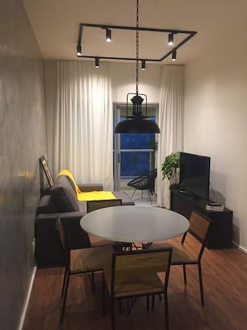 Moderno Apto, com vista e infra, no Petrópolis