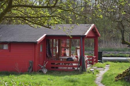 De red hut