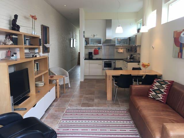 Sfeervol appartement Boulevard Vlissingen+ garage.