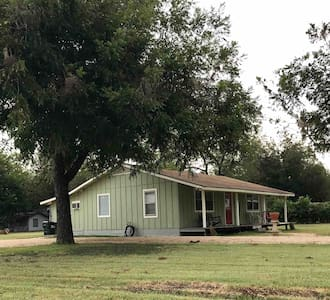 Country Farmhouse, 2 Bdrm, 3/4 acre,  Near It ALL!