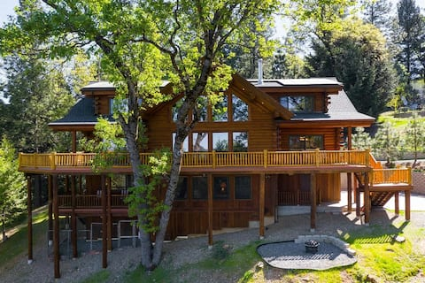 Stunning Log-Cabin Guest-House on Lush 20 Acres