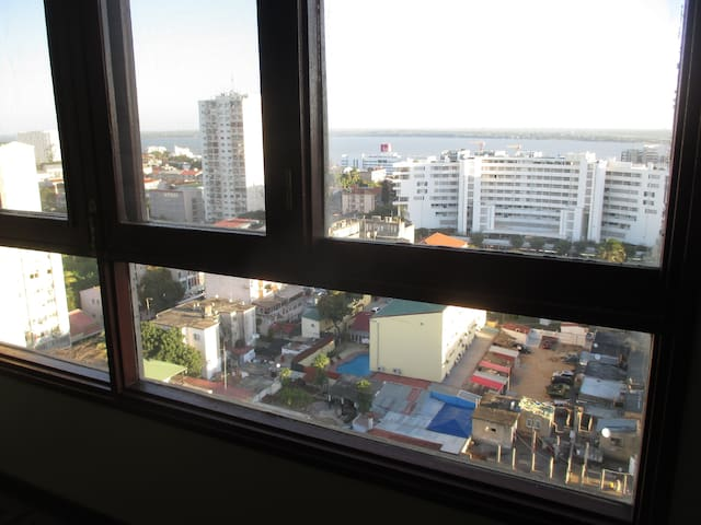 In the Center of the city and high above the noise - Maputo - Apartment