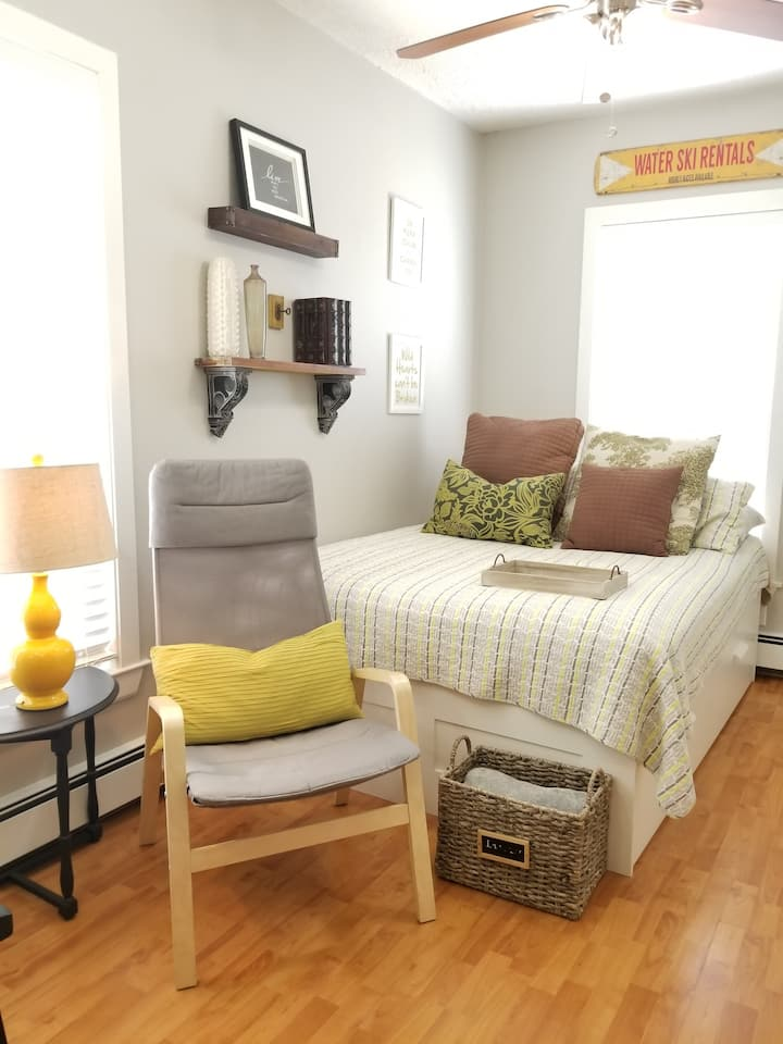 Furnished Studio-Pet OK