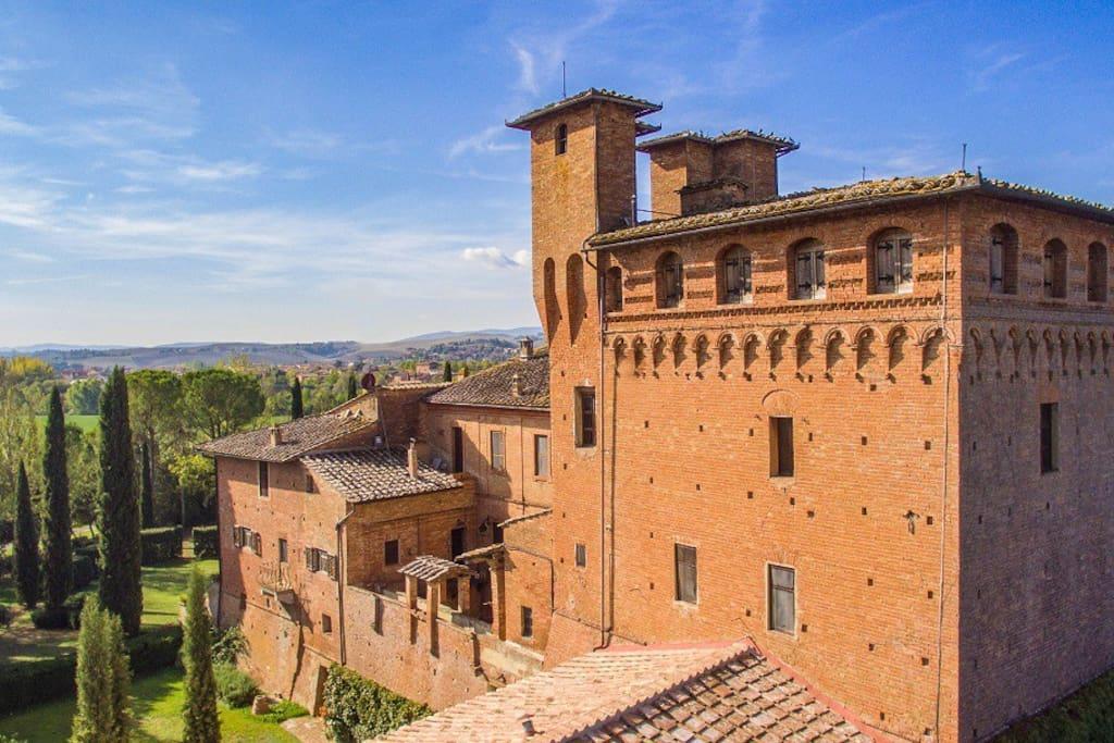 Suite in castello vicino siena castelli in affitto a for Suite suocera in affitto vicino a me