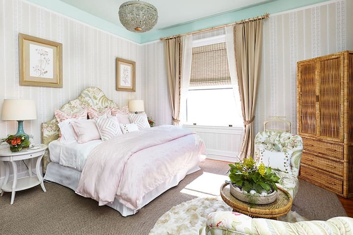 Sinclair Room by Celerie Kemble at Pandora's Manor