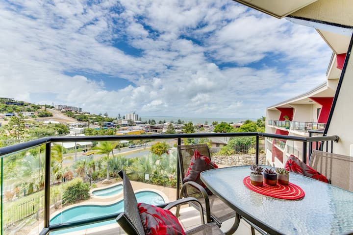 PANORAMIC OCEAN VIEW YEPPOON CBD APARTMENT