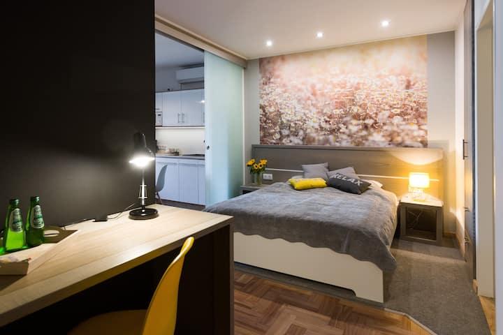 Sunflower Apartment, brand NEW, Jewish quarter