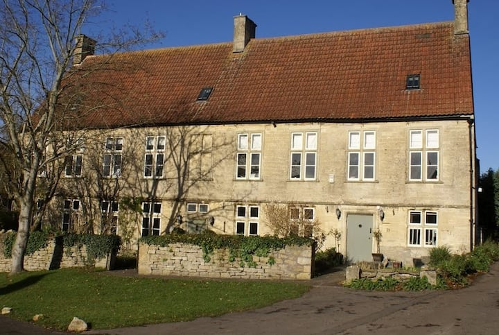 West Wing-Manor in Somerset, nr Bath and Longleat