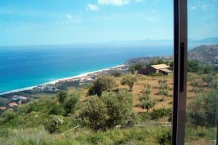 """Incantevole Panorama sulla """"Costa degli Dei"""" - Zambrone - Appartement"""