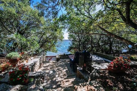Dobrila - Ferienhaus mit direktem Zugang zum Meer