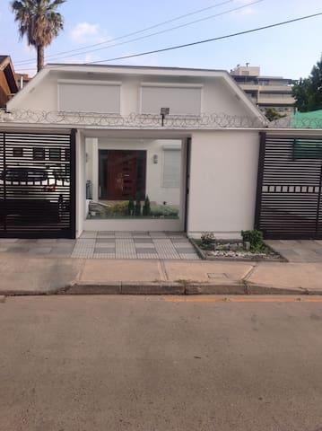 Habitación amoblada con baño privado y escritorio - Vitacura - Casa
