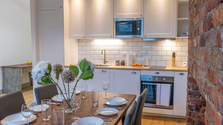 Modern, Very Spacious Apartment Near Manchester City Centre By Pillo Rooms