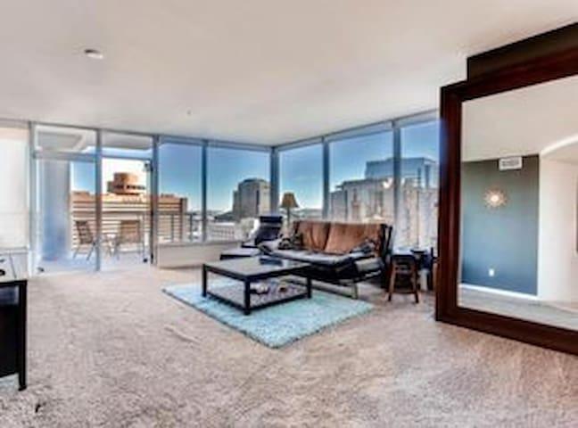 Beautiful 21st Floor Downtown Phoenix High Rise