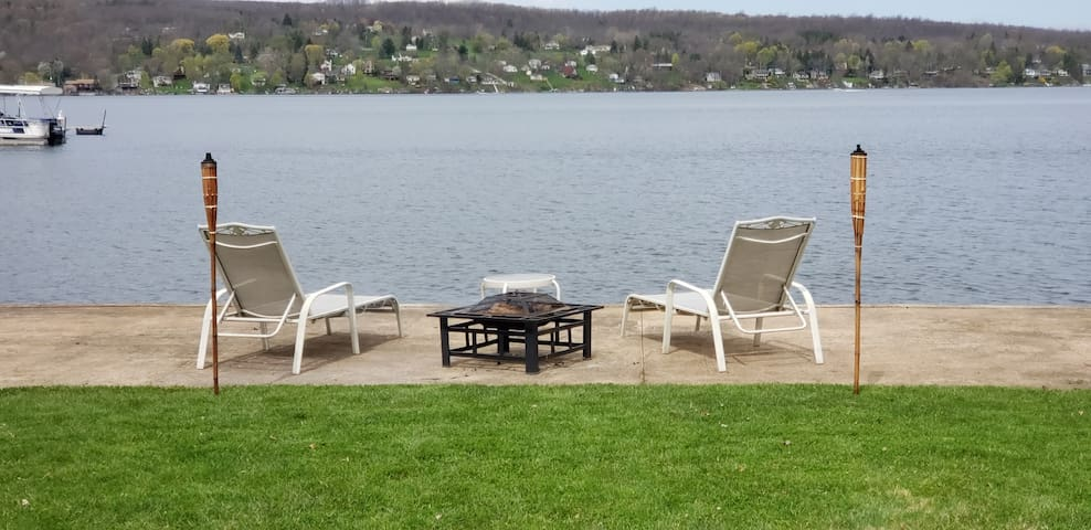 Lake Frontage in  Honeoye ,  Private Guest Suite