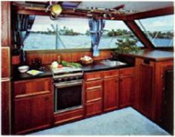 Sport fishing Yacht as your home in Athens