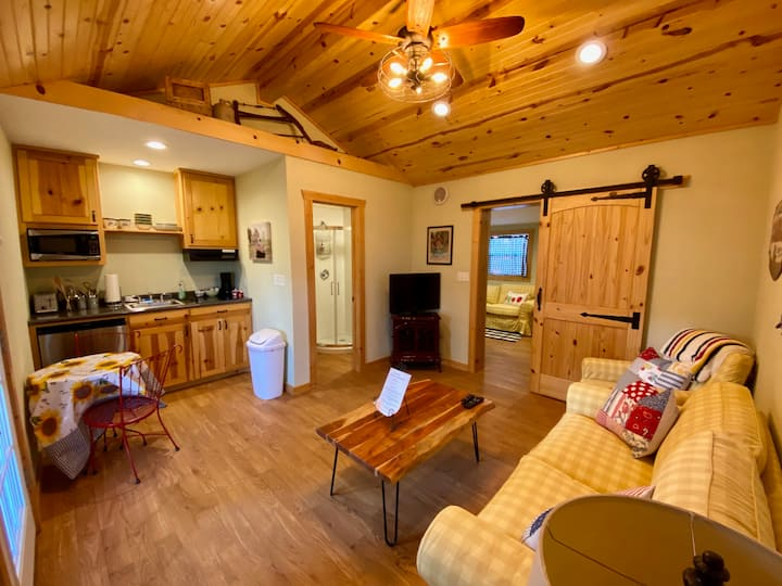 Cozy Guest House at Great American Lone Star Ranch
