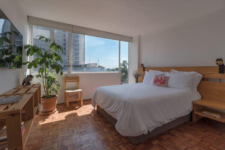 Bedroom with Queen Size bed / / / Habitación como cama Queen Size