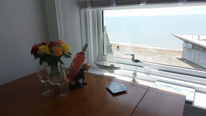 Stunning sea view 1 bed apartment