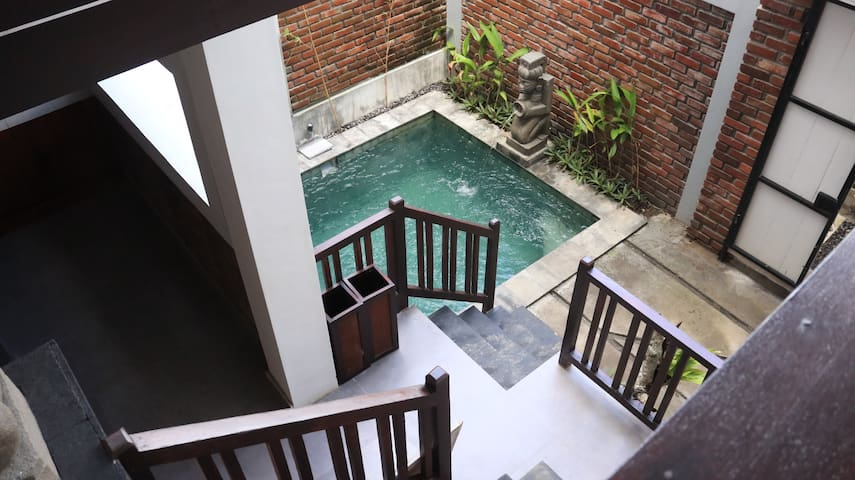 swimming pool seen from all corners of the room
