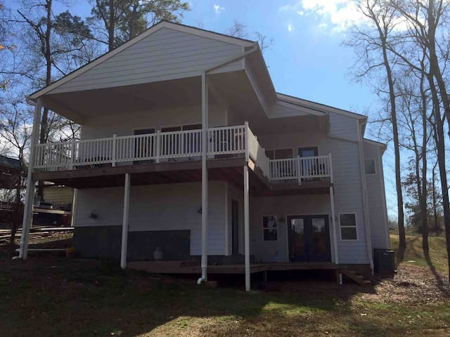 Cottage Retreat on Lake Livingston (Waterfront)