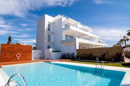 Marbella Penthouse with pool -new and modern
