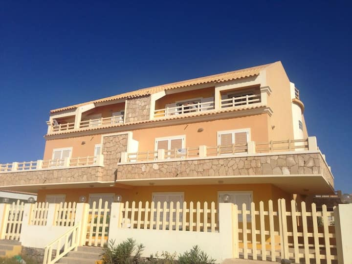 Beautiful penthouse apartment by the sea for 2/4
