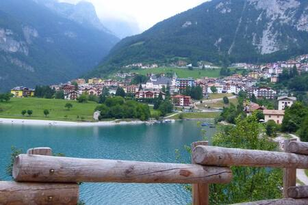 2-rooms Flat with Lake View - Molveno