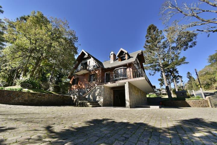 Sua casa em Gramado! Férias inesquecíveis